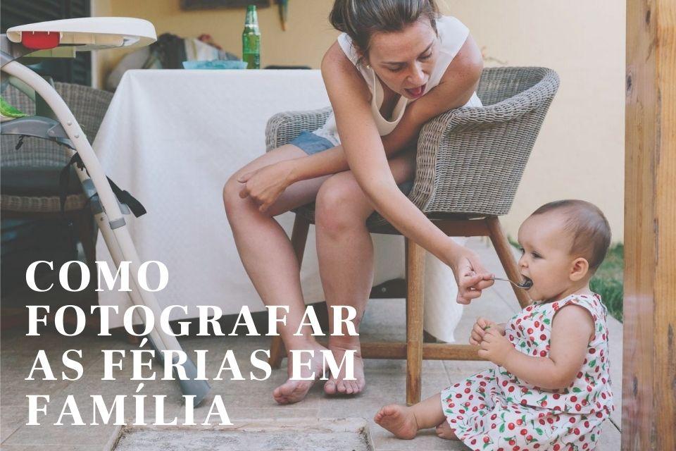 mãe a dar comida na boca a filha que está sentada no chão