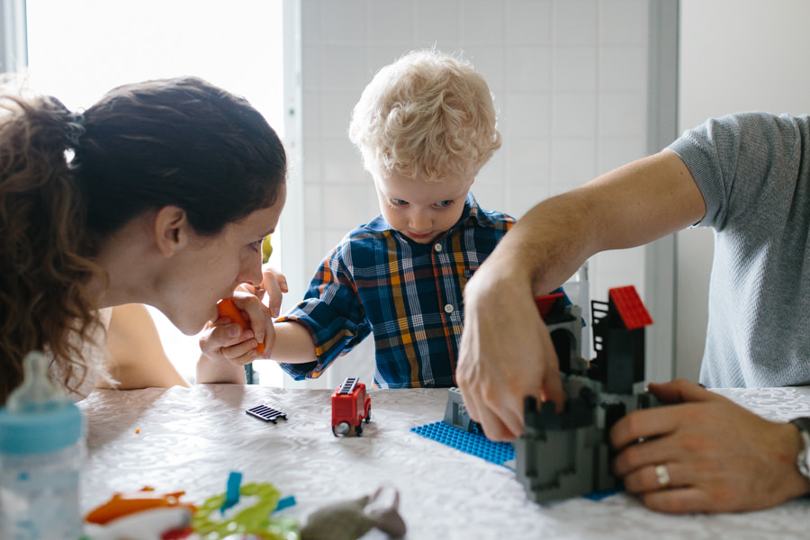 kid and parents playing lego